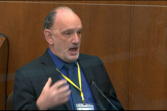 David Fowler, een lijkschouwer die zich over het dossier George Floyd boog, getuigde vandaag in het proces tegen Derek Chauvin.