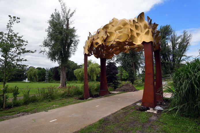 Bospoort eindelijk op zijn stek in het in Anton van Duinkerkenpark.