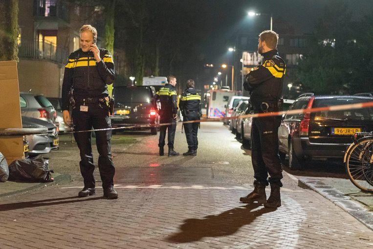 De politie zette de omgeving van de Grote Wittenburgstraat af na de schietpartij op Wittenburg Beeld anp