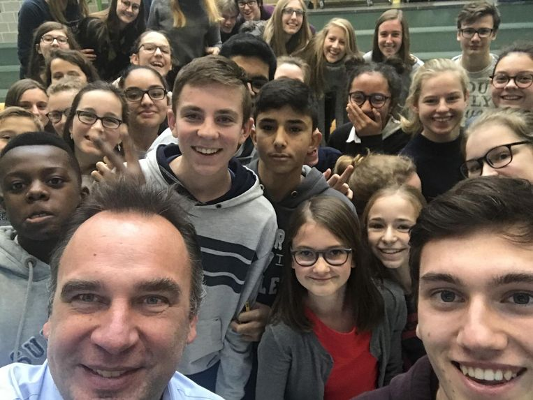Burgemeester Francis Benoit nam een selfie met de leerlingen van het Spes Nostra.