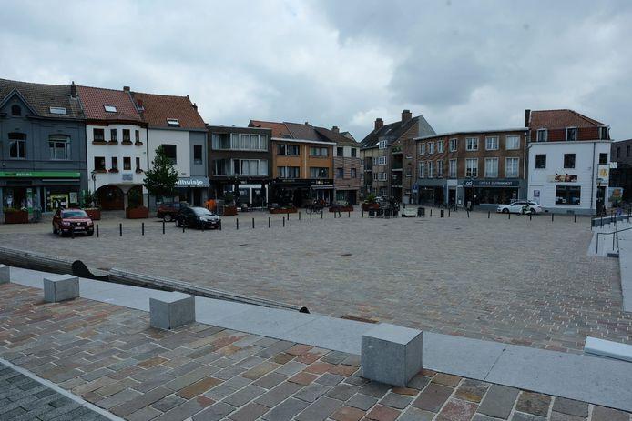 Het Gemeenteplein in Hoeilaart zal dit weekend plaats bieden aan tafels en stoelen van de horecazaken.