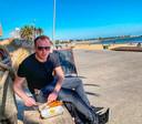 Formule 1-verslaggever Arjan Schouten aan het strand van St. Kilda in Melbourne in begin maart.