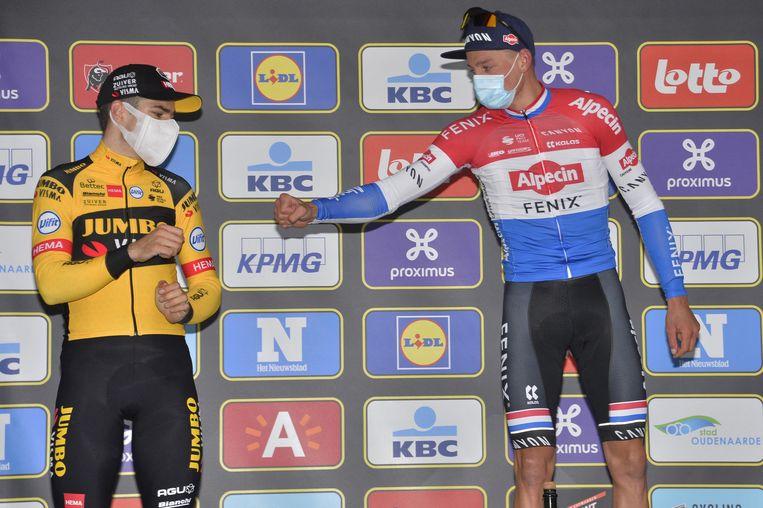Van Aert en Van der Poel samen op het podium van de Ronde van Vlaanderen.  Beeld PRESSE SPORTS