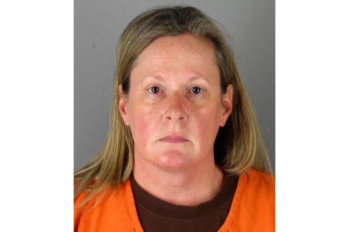 De arrestatiefoto van agente Kim Potter.