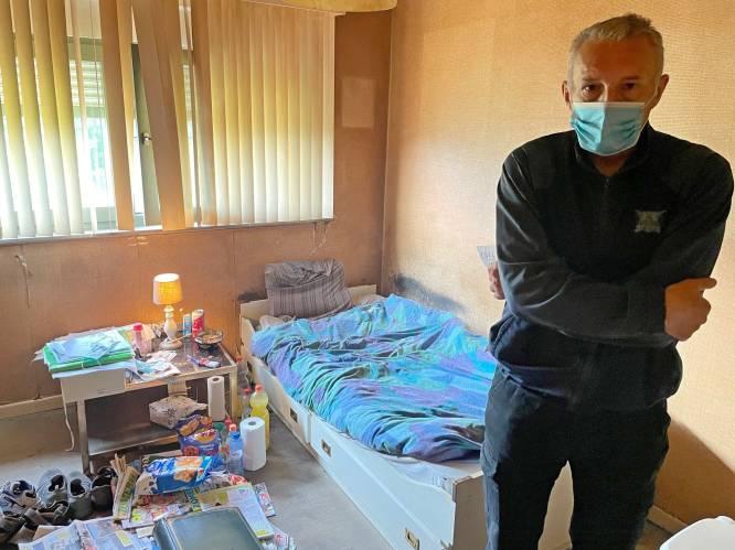 """""""Ze leek wel bezeten"""": zus (60) veroordeeld voor jarenlange opsluiting broer (58) in eigen slaapkamer"""