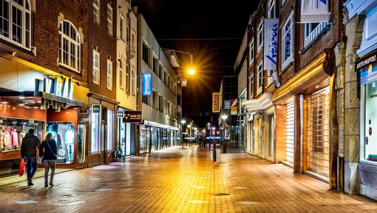 Dichte winkels in de Hooghuisstraat, hartje Eindhoven. Beeld Raymond Rutting / de Volkskrant