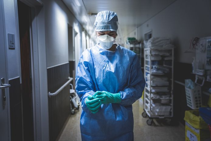Een verpleegster op de corona-afdeling in UZ Gent.