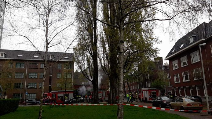 Hulpdiensten rukten massaal uit voor de brand in de winkel in Rotterdam-Noord.