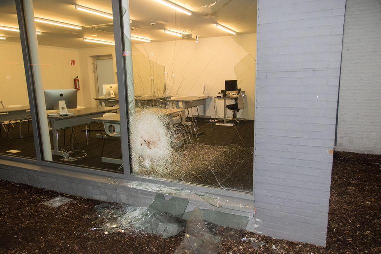 De daders sloegen wel een raam in, maar raakten niet binnen.