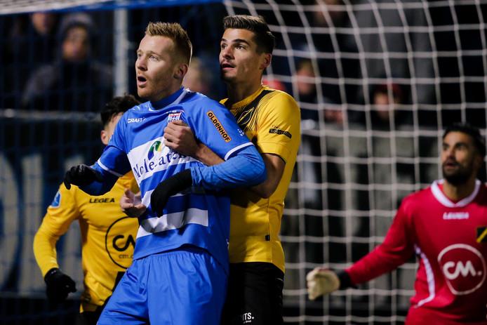 PEC Zwolle strijdt tegen NAC om de zege, in de hoop VVV te achterhalen, een plek op de tv-gelden-ranglijst te stijgen en zo twee nog ton extra op te strijken.
