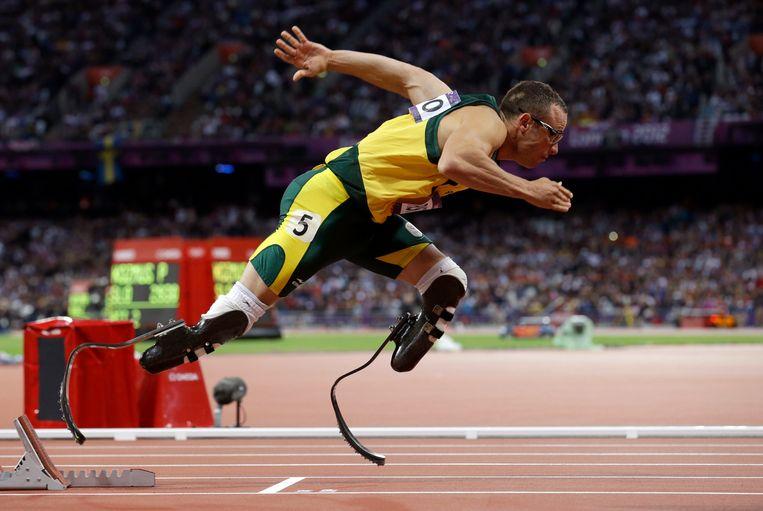 In 2012 doet Pistorius of 'Blade Runner' mee aan de 4x400-mannenfinale op de Olympische Spelen in Zuid-Afrika. Beeld AP