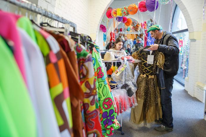 De Leutmarkt in Etten-Leur lijkt in theorie een uitstekende plek om een originele outfit voor carnaval te scoren. Foto ter illustratie.