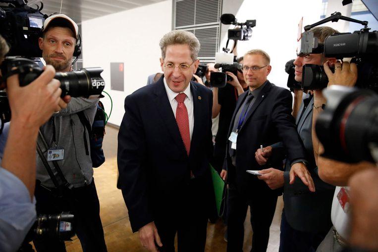 BfV-chef Hans-Georg Maassen verscheen vorige week voor een parlementscommissie om zijn omstreden uitspraken over de situatie in Chemnitz uit te leggen.   Beeld AFP