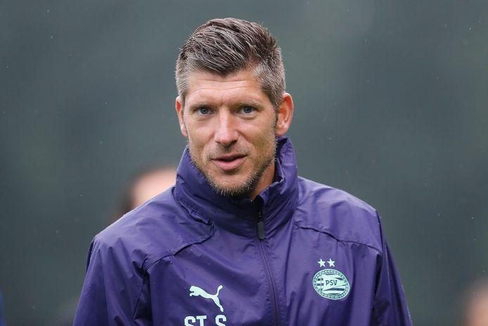 Stijn Schaars treedt toe tot de staf van Jong Oranje, maar blijft ook in dienst van PSV.