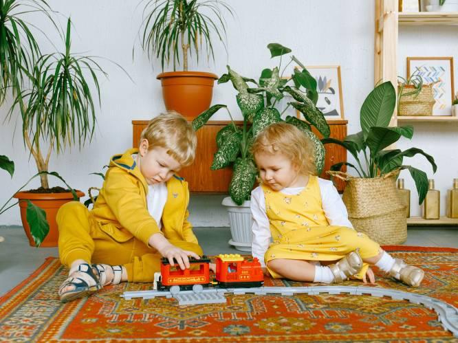 """'Wil je het aan met mij?', 2 experts over hoe je omgaat met kinderverliefdheid: """"Toon interesse en veeg hun gevoelens niet van tafel"""""""
