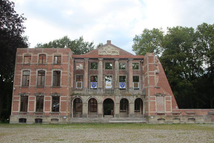 De ruïne van het Markizaat in het park van Mesen.