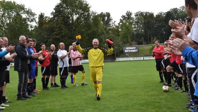 Na 50 (!) seizoenen competitievoetbal stopt Robby (59) uit Eefde:  'Vroeger kon je meer van elkaar op aan'