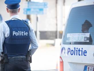 Politie onderschept dronken bestuurder die met auto over weg zwalpt en tegenliggers in gevaar brengt