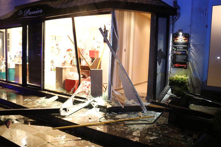 De zaak raakte zwaar beschadigd na het ongeval.