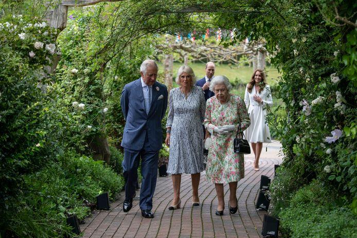 Charles, Camilla, de Queen, William en Kate op het Eden Project in Cornwall.