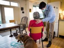 Ellen ziekt thuis uit van corona in plaats van in het ziekenhuis: 'Niet veel patiënten zijn er geschikt voor'