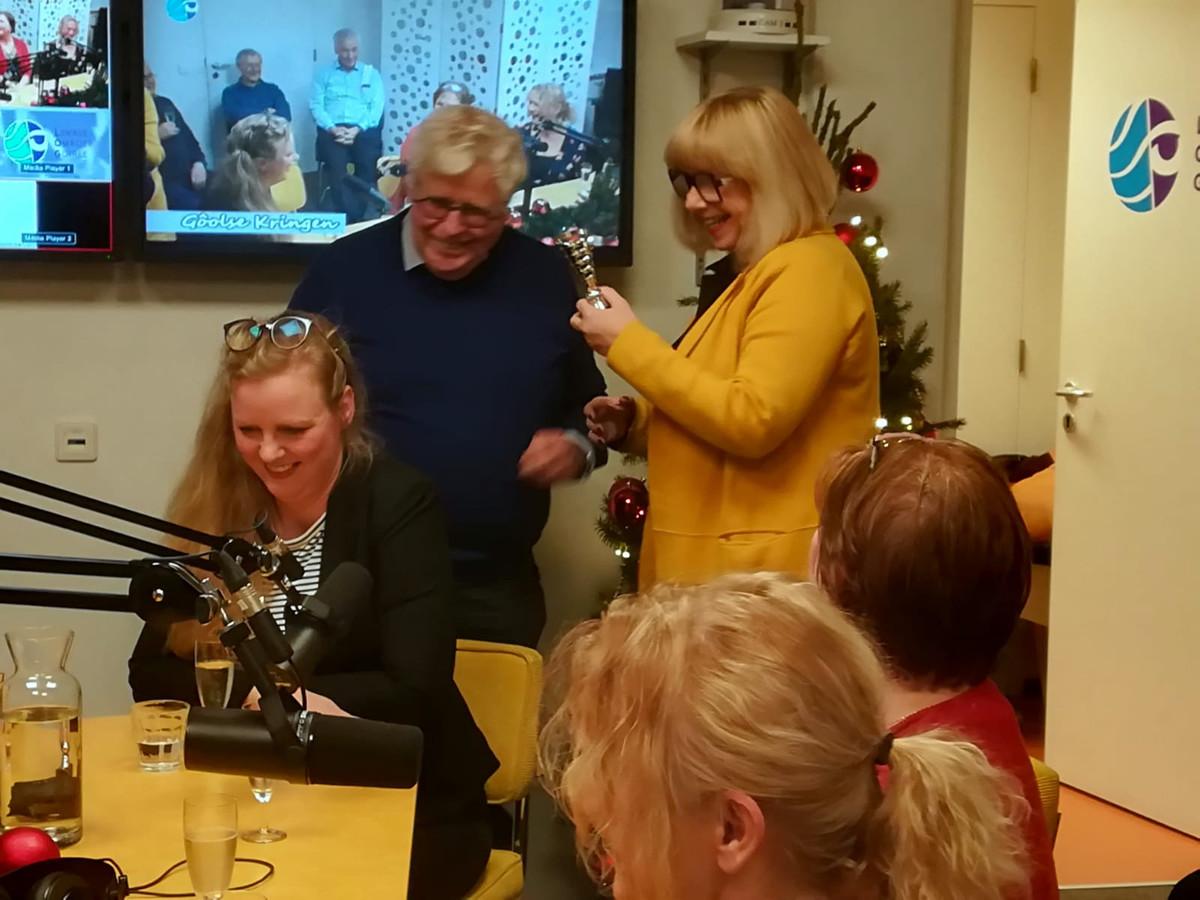 Vlnr: Tess van de Wiel, Wil van der Kruijs, Monique van Brederode, Janneke van den Hout en Pernell Criens.