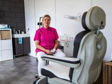 Pedicure Rebecca (45) mag weer voeten verzorgen: 'Ik heb nu echt eer van mijn werk'