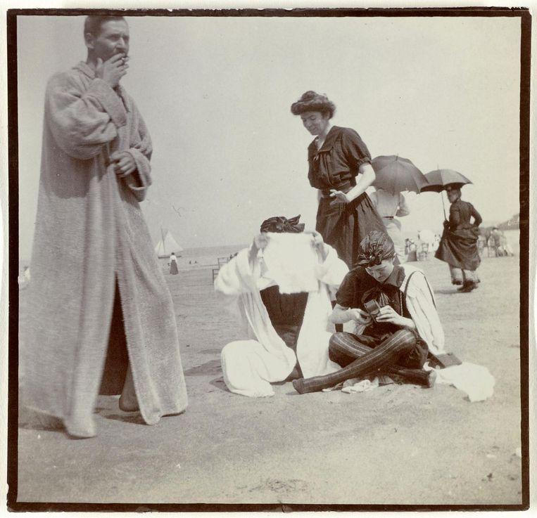 Familie Enthoven op het strand van Normandië, 1900. Beeld Rijksmuseum