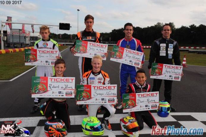 De winnaars van een ticket naar de Rotax Wereldfinale in Portugal. Helemaal rechts: Frits Wernsen.