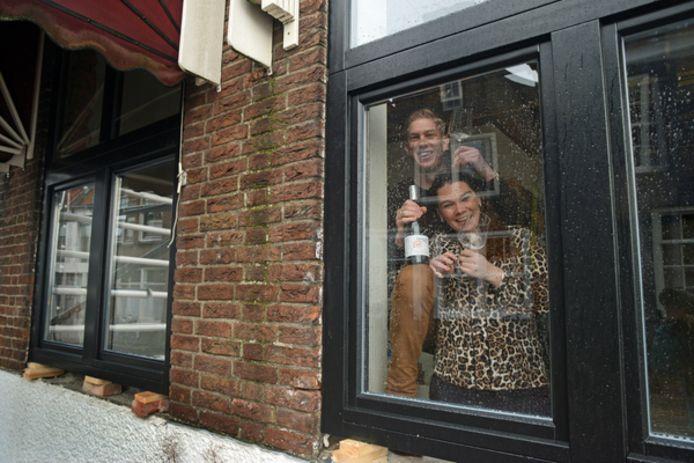 Steven van Roemburg en Nathalie Antes sluiten per 1 april de deuren van hun Winebar Gris Sec in het voormalige Chinese restaurant aan de Hoofdpoortstraat in Zierikzee.