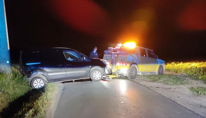 Door het ongeval belandde één auto gedeeltelijk in de gracht en was de Elbestraat een tijdlang volledig afgesloten voor het verkeer.