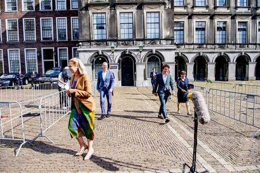 Sigrid Kaag, Jesse Klaver, Gert-Jan Segers en Lilianne Ploumen vrijdag na afloop van hun gesprek met Hamer.