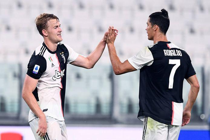 De Ligt viert zijn doelpunt tegen Lecce met Cristiano Ronaldo.