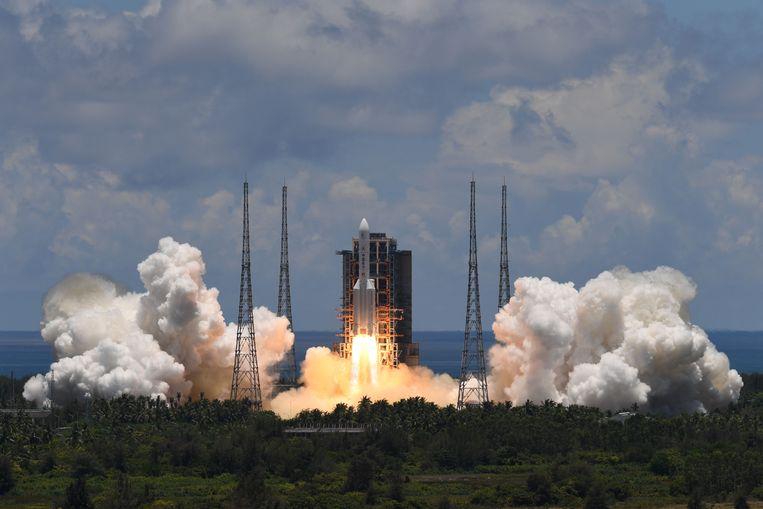 De Tianwen-1 werd in juli vorig jaar met een March-5-raket de ruimte in gestuurd. Beeld AFP