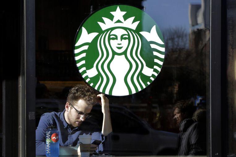 Koffiedrinken op z'n Amerikaans: een wereld van verschil met de Italiaanse espressocultuur.
