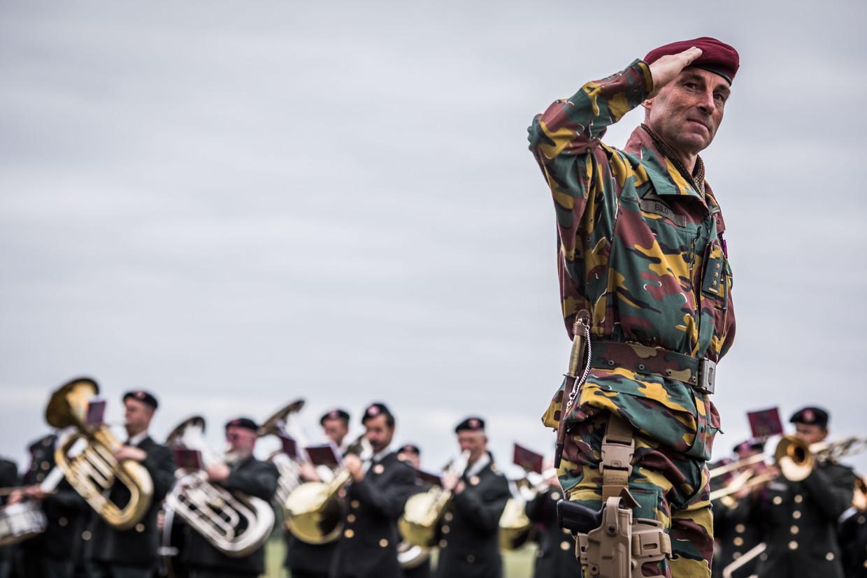 Kolonel Tom Bilo nam dinsdag het commando van het Special Operations Regiment over. Beeld Bas Bogaerts