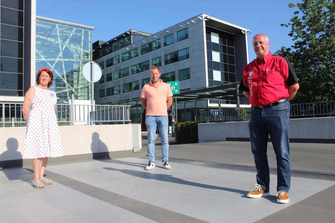 Manu De Craene (rechts) van The Victors ging deze week het terrein van AZ Alma in Eeklo al eens verkennen.