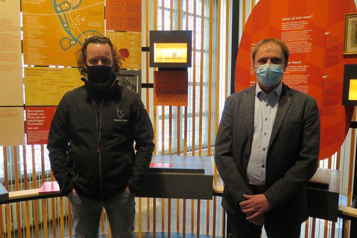 Kunstenaar Jan Fieuw samen met schepen Dimitry Soenen.