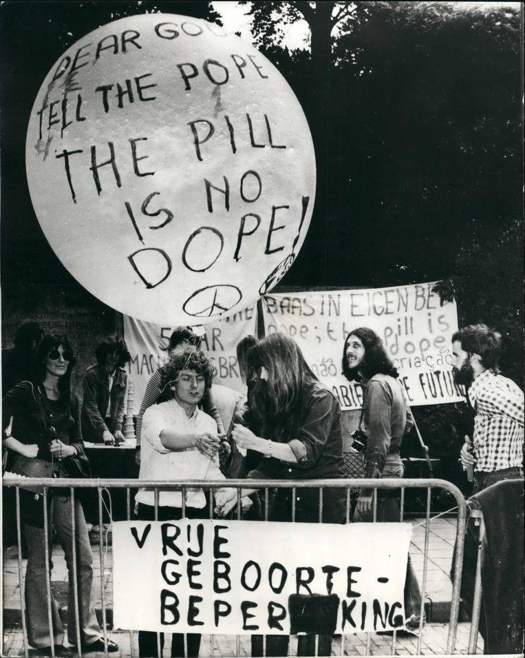 Juli 1973: Demonstratie voor de pil in Den Haag.  Beeld Hollandse Hoogte
