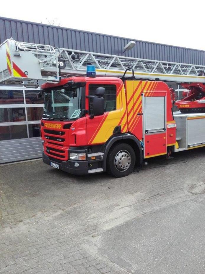 De brandweer gaat een Duitse ladderwagen huren.