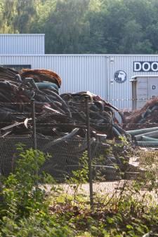 Gemeente legt werk per direct stil: bandenbedrijf uit Lochem mag geen banden dumpen op haventerrein Enschede