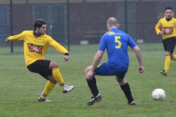 Ivan Puerto Robles (links) vindt een teamgenoot van VCA. Puerto Robles is één van de drie spelers die de overstap maken van de voetbalclub uit Sint-Agatha naar Vitesse'08.