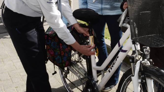 Gratis fietslabeling in Europasteeg naast bib
