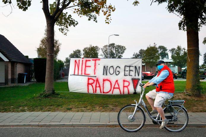 Protest tegen de radar in het dorp Herwijnen (archieffoto).