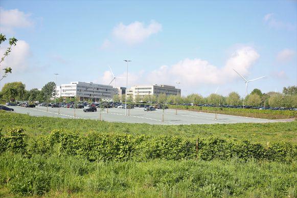 De wandelroutes werden rond de sites van Colruyt Group uitgestippeld. En zo krijgen wandelaars een ander zicht op de vestigingen van Colruyt Group. Op de foto de administratieve zetel Wilgenveld.
