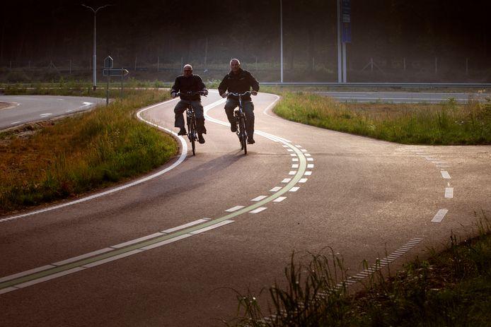 Foto ter illustratie: een fietssnelweg.