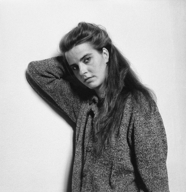 Rineke Dijkstra (Sittard, 1959) ontving gisteren de Johannes Vermeer Prijs 2020 ter waarde van 100.000 euro uit handen van Cultuurminister Ingrid van Engelshoven. Collega-fotograaf Koos Breukel portretteerde 'de 'koningin van de Nederlandse portretkunst' meermaals, voor het eerst in 1984 voor het fototijdschrift Pf.  Beeld Koos Breukel