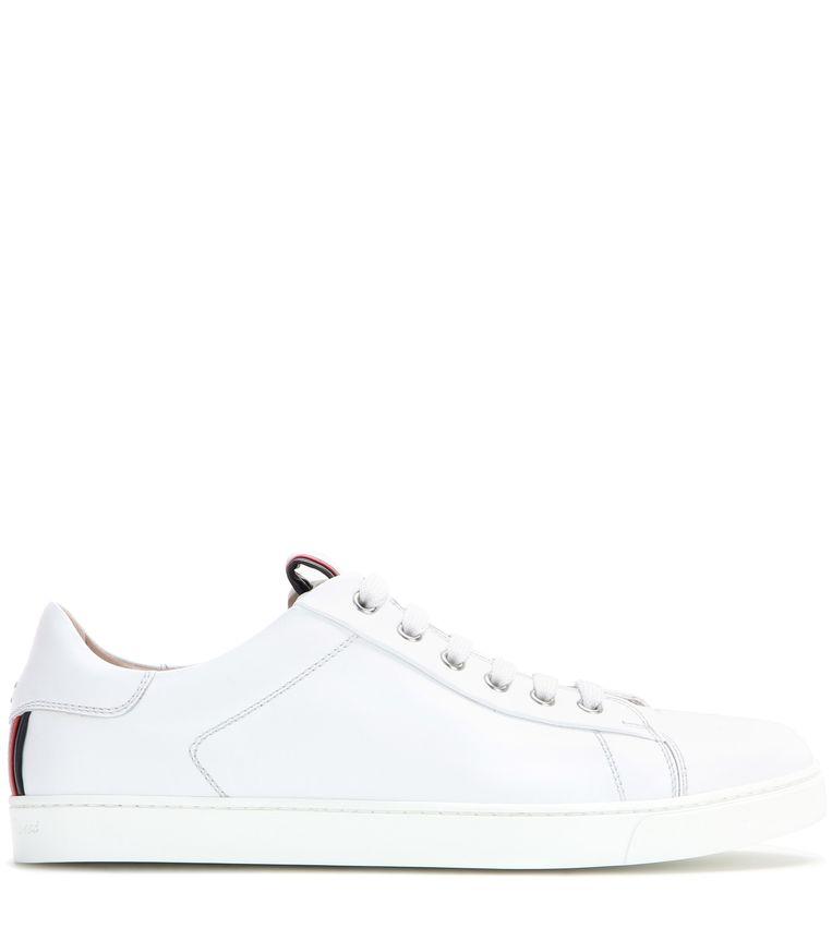 Witte leren sneaker van Gianvito Rossi, € 470. mytheresa.com Beeld Gianvito Rossi