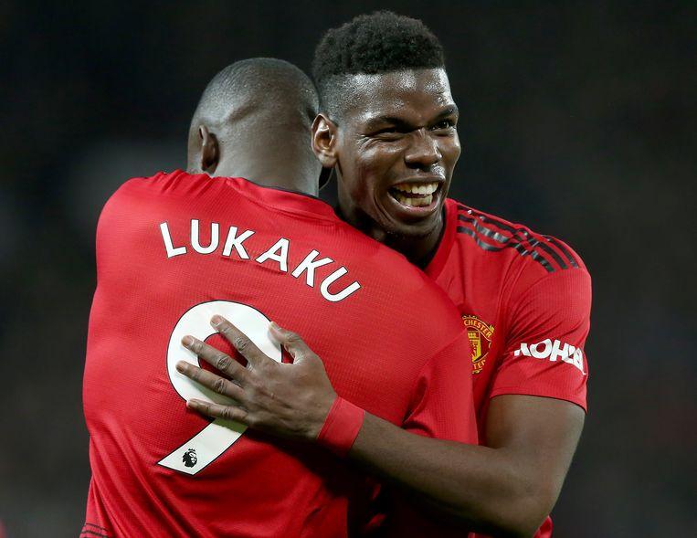 Lukaku en Paul Pogba, toen ze nog teamgenoten waren bij Manchester United. Lukaku heeft nog steeds het gevoel dat hij en Pogba de schuld kregen 'voor de teloorgang van Manchester United'.  Beeld EPA