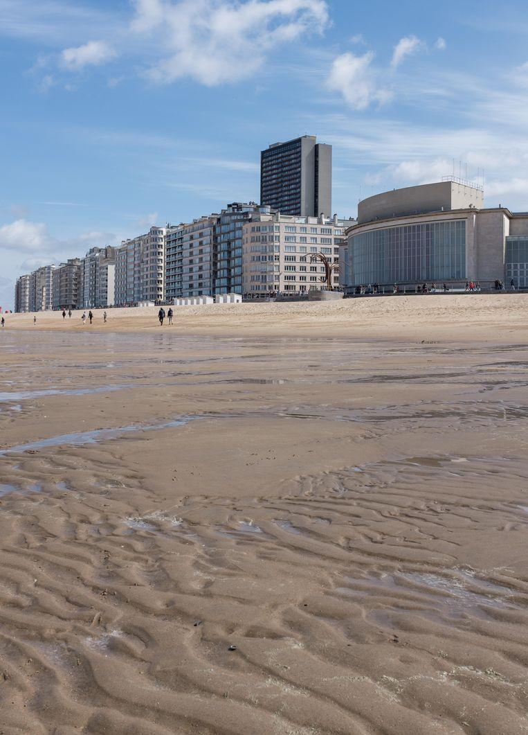 Het strand waar Johannes als tiener in de zomer lummelde en luierde, met op de achtergrond het casino.  Beeld Alamy Stock Photo